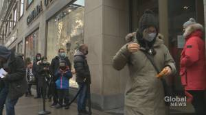 Quebecers pack stores for holiday shopping before lockdown (01:52)