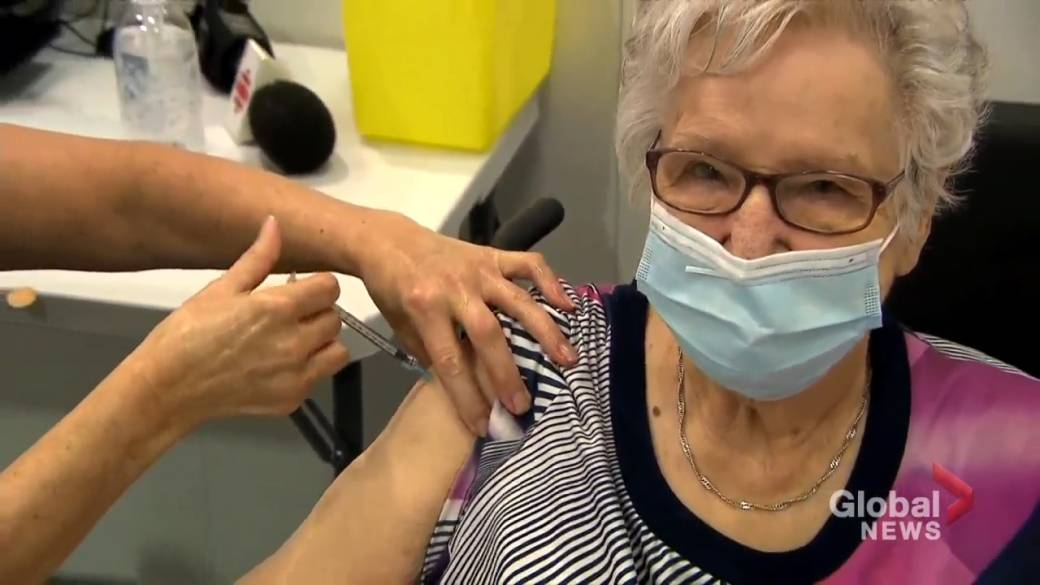 Click to play video 'Mass vaccinations begin in Quebec'