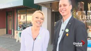 Pamela Anderson campaigns in Ladysmith, B.C. for Green Party candidate Paul Manly