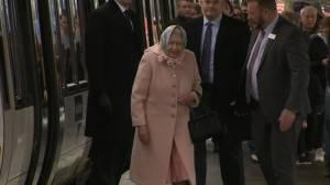 Queen Elizabeth arrives in Norfolk for holidays after Prince Philip's hospitalization (01:00)