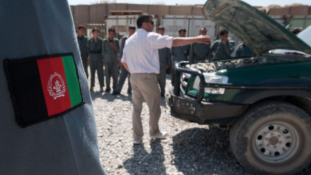 Click to play video: 'Afghan interpreters face death threats from Taliban after U.S. troops leave'