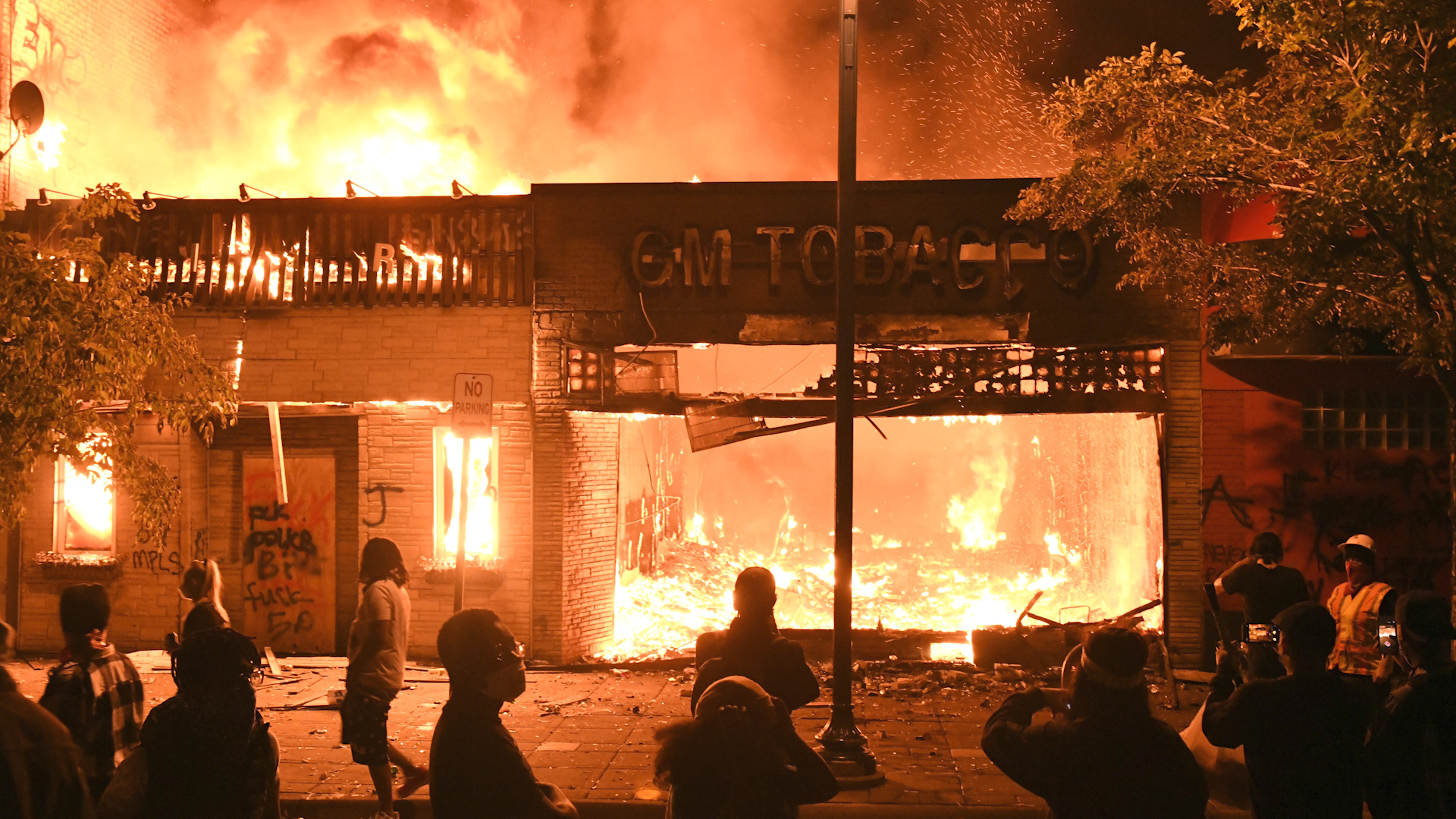 George Floyd protests: Minneapolis in flames as riots rage overnight    Watch News Videos Online
