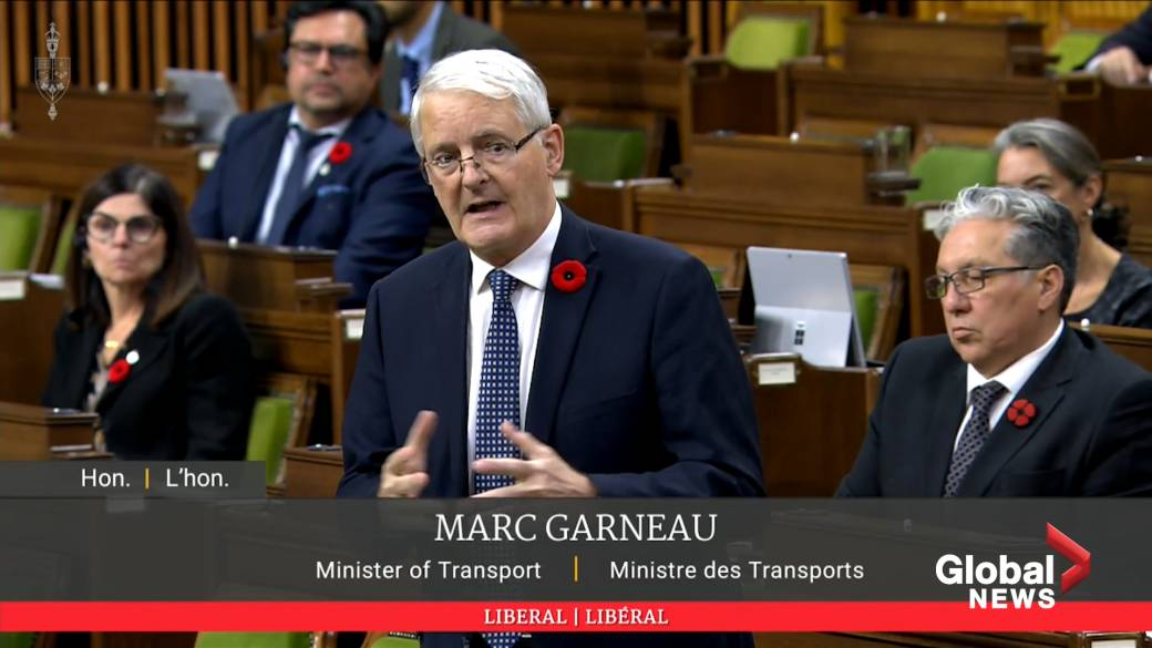 Click to play video 'Coronavirus: Minister of Transport says federal government working on a package to help airlines'