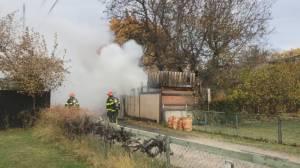 Travel trailer fire in Penticton backyard (00:32)