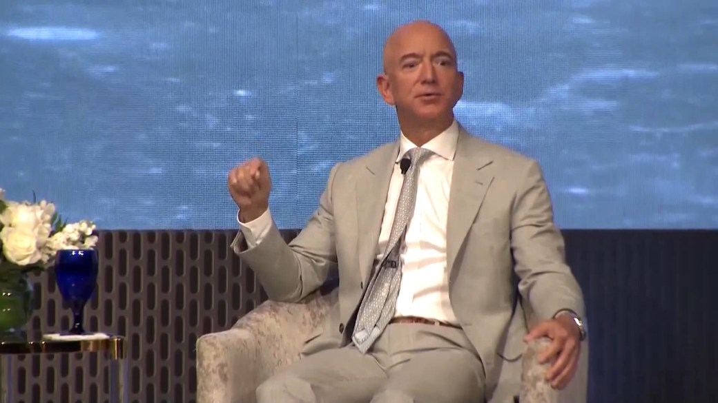 Click to play video: 'Amazon CEO Jeff Bezos to step down in 3rd quarter'