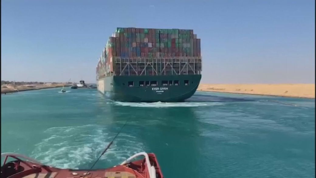 Click to play video: 'Ship show ends: Massive freighter stuck in Suez Canal finally freed'