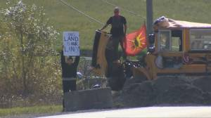 Standoff in Caledonia, Ont., continues with new blockade (02:40)