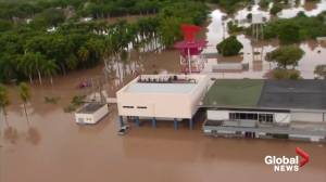 Hurricane Eta: Honduras race to evacuate as death toll from aftermath rises (02:57)