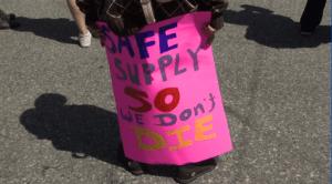 Vancouver Mayor defends city's drug decriminalization plan (02:01)