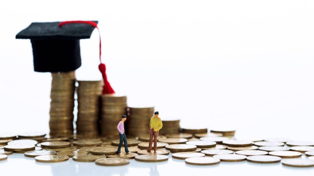 Women earn less than men in Canada right after graduation — then it gets worse: report