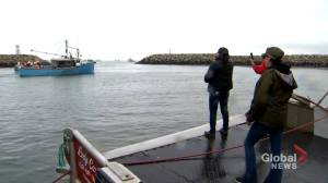Lobster protests: Nova Scotia RCMP arrest two at wharf in Weymouth (03:05)