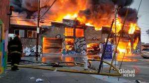 Firefighters battle 5-alarm commercial building fire in San Francisco (01:30)