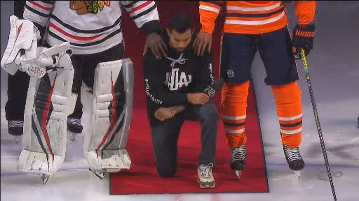 Click to play video 'Canadian NHL player Matt Dumba becomes 1st to take knee during U.S. anthem'