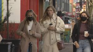 No mandatory masks order, despite record COVID cases (02:11)