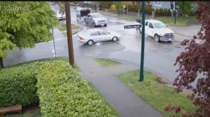 Serious crash in Vancouver intersection caught on camera (00:40)