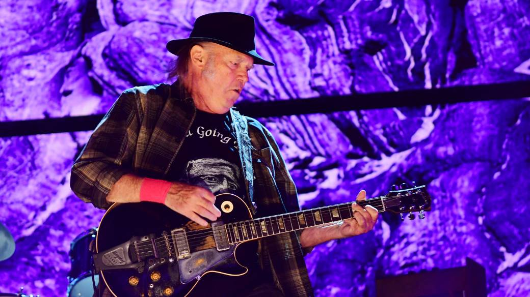 Click to play video: 'Music fans feeling mixed as Neil Young, other artists sell song rights'