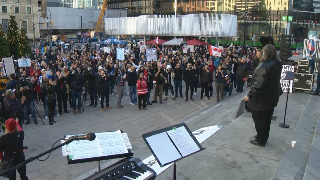 Click to play video 'B.C. nurse frustrated anti-mask rallies continue amid COVID-19 case surge'