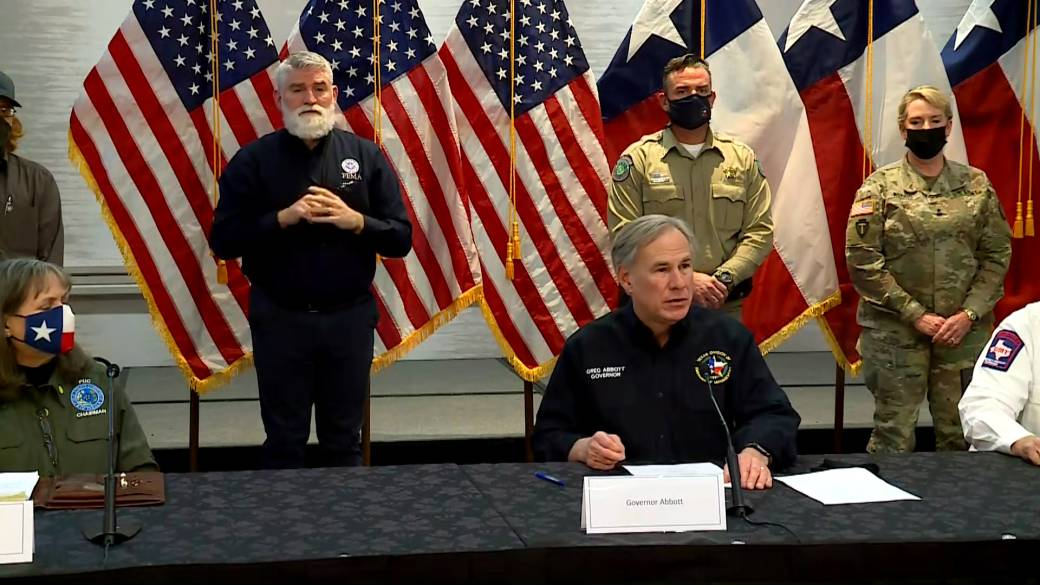 Click to play video 'Texas power plants back online, but 325,000 households still in the dark, governor says'