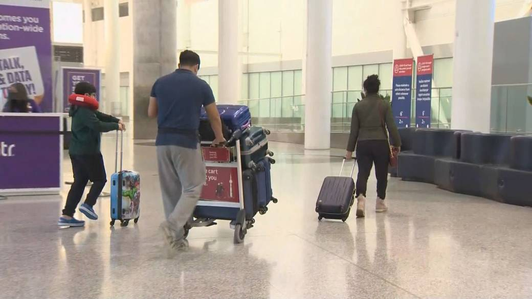 Click to play video 'Coronavirus: People flying into Canada will soon be facing tough new measures'