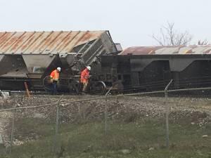 Derailment leaves rail cars leaning over rail bridge on Lagimodiere Boulevard