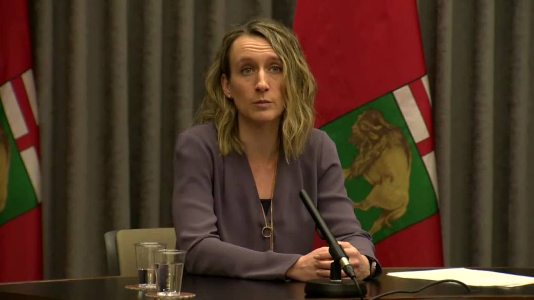 Click to play video 'Manitoba moves to delay second dose of coronavirus vaccine'