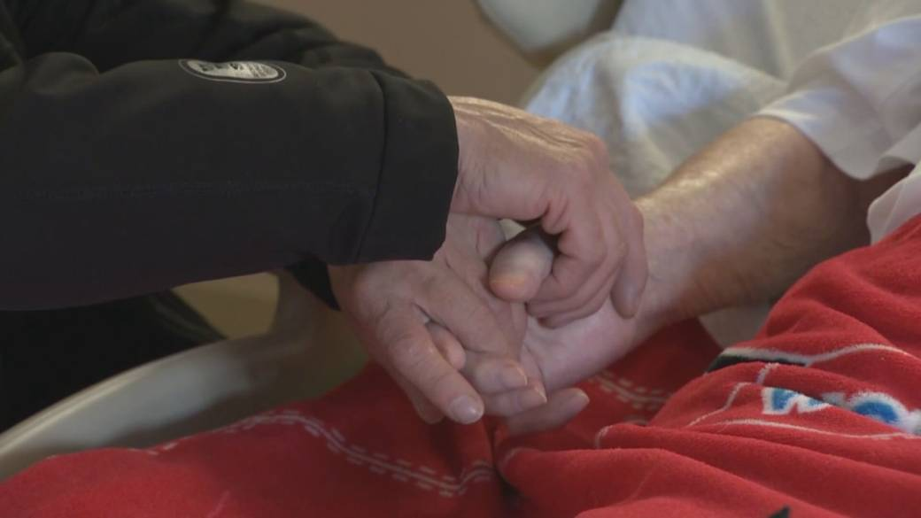 Click to play video 'Coronavirus: B.C.'s seniors advocate calls for rapid testing in long-term care homes'