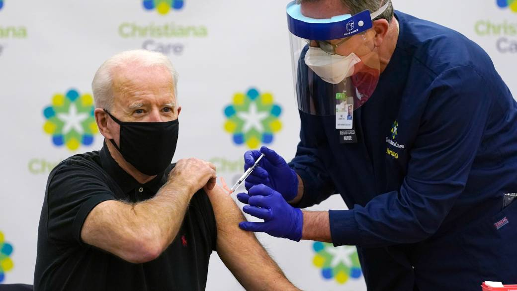 Click to play video: 'Coronavirus: Biden gets 2nd COVID-19 vaccine, says he's confident in rollout plan'