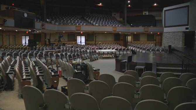 Click to play video: B.C. churches struggle with new government shut-down of indoor services