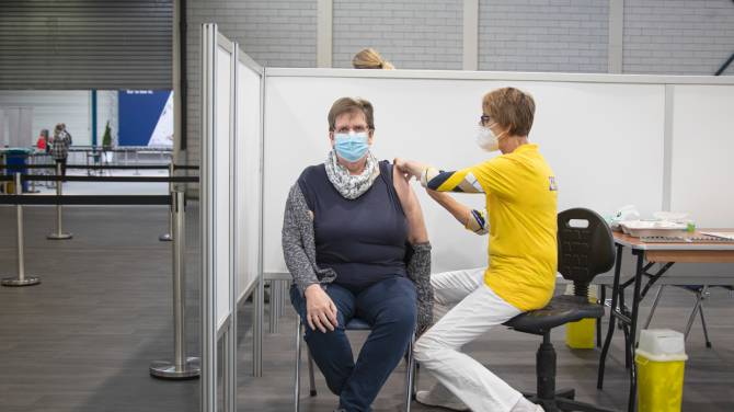 Click to play video: BioNTech CEO says he expects Europe to reach herd immunity this summer