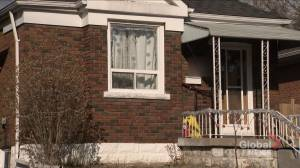 Agent shows Toronto home with COVID-19-positive residents inside (01:53)
