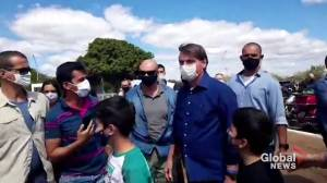 Coronavirus: Brazilian president greets supporters after testing negative for COVID-19 (00:35)