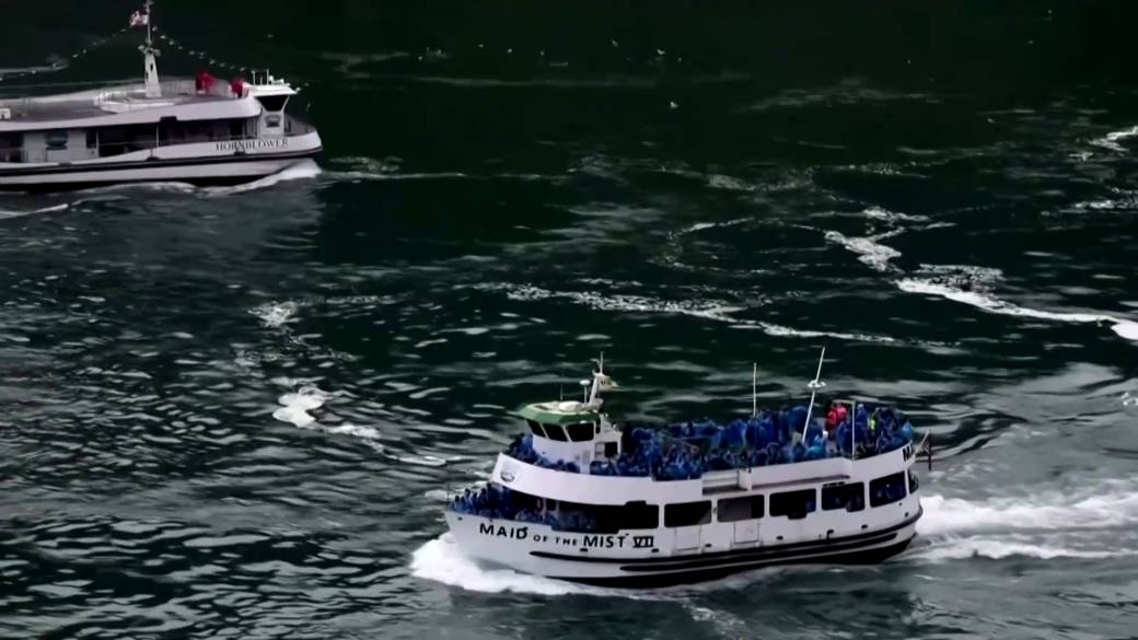 Canada U S Tourist Boats At Niagara Falls Highlight Difference In Coronavirus Battle Globalnews Ca