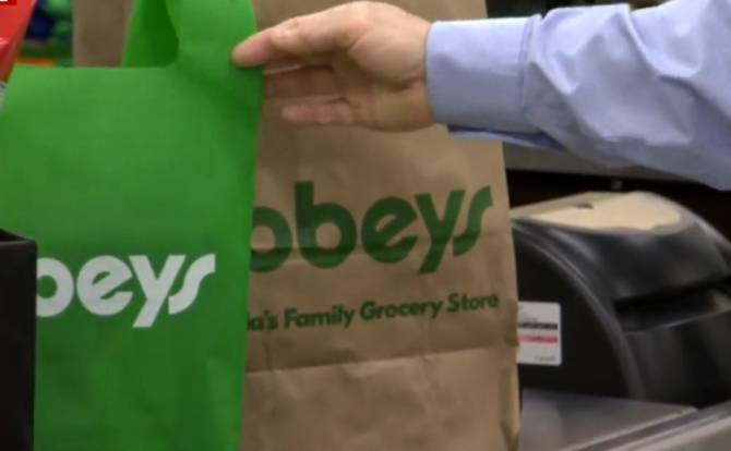 Click to play video: Manitoba Youth for Climate Action talks about Sobeys move to ban plastic bags