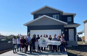 Family receives home thanks to Habitat for Humanity Edmonton (01:44)