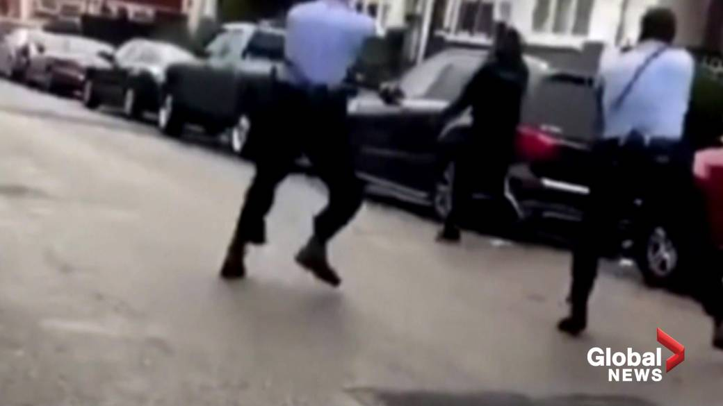 Click to play video 'Protests erupt in Philadelphia hours after fatal police shooting'