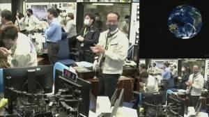 Japan spacecraft carrying asteroid samples lands in Australia (02:28)