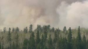 Manitoba First Nation sending some residents to Winnipeg due to wildfires, smoke (00:42)