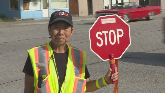 Click to play video: Community pays tribute to longtime OK Falls crossing guard before retirement