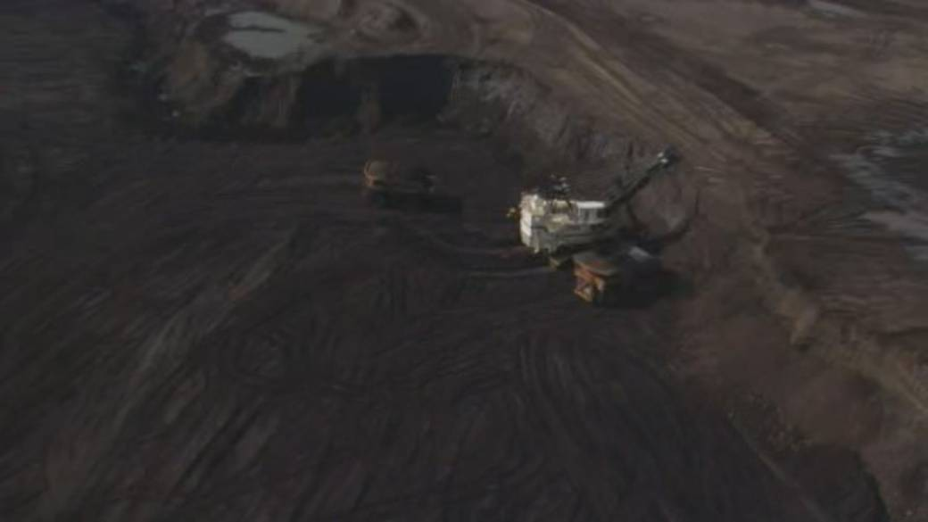 Click to play video 'Impact of Alberta rolling back open-pit coal mine restrictions'