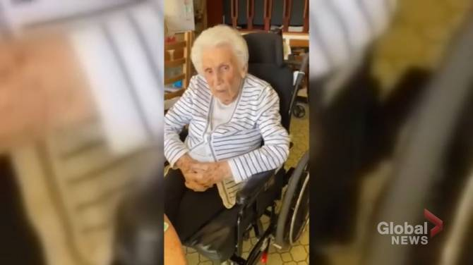 Click to play video: Toronto great-grandmother waiting for in-home vaccination now battling COVID-19