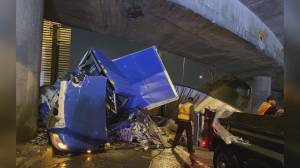 Driver involved in nasty Hwy 1 crash in North Vancouver arrested for impaired driving (01:45)