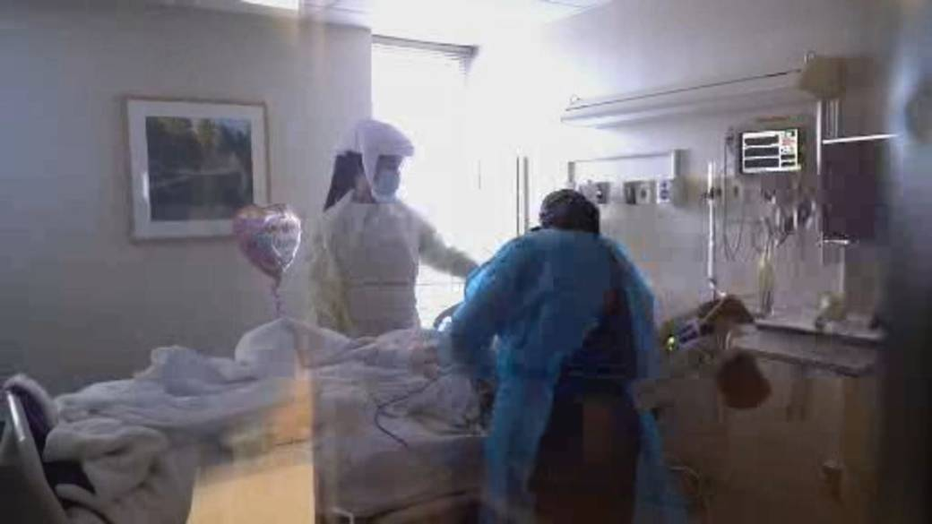 Click to play video 'Fears rise U.S. hospitals will have to start turning away patients'
