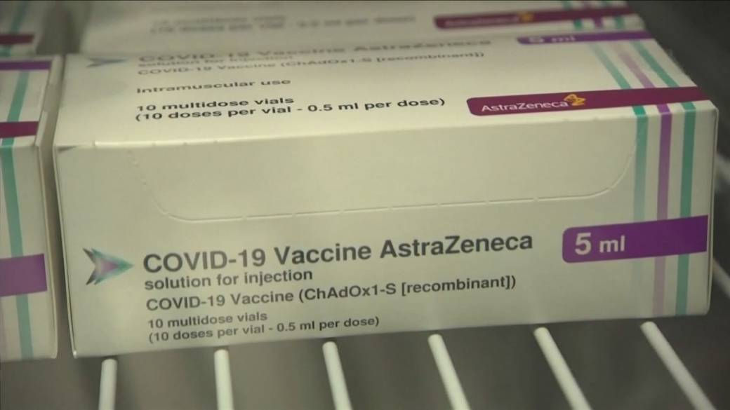 Click to play video 'B.C. health officials considering vaccinating essential workers'