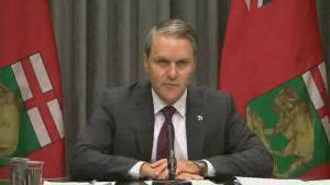 Coronavirus: Manitoba health minister appoints expert to provide report on Maples long-term care home (01:02)