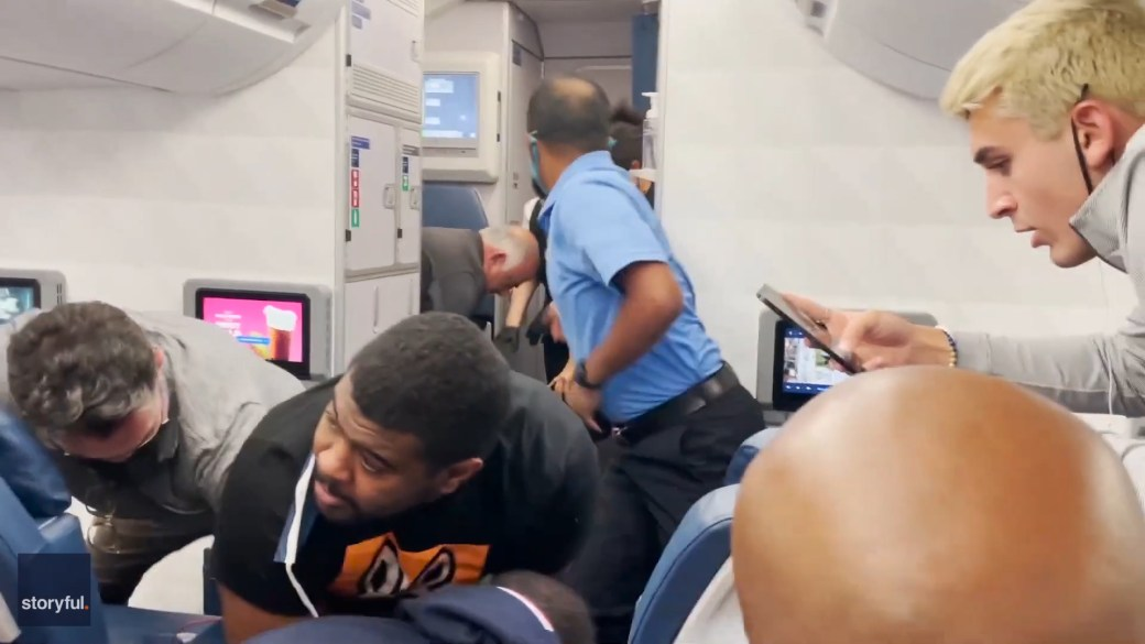 Click to play video: 'Delta passengers and crew detain 'unruly passenger' during flight to Atlanta'