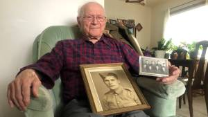 100-year-old Saskatoon WWII veteran reflects on fighting alongside 'Saskatchewan boys' (02:02)