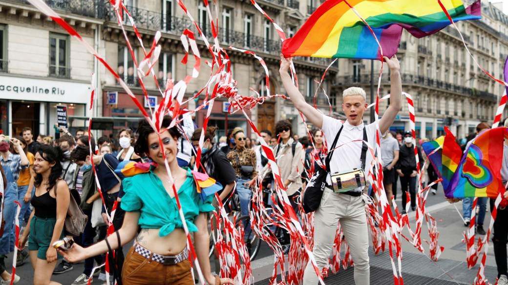 Click to play video: 'LGBTQ2 groups taking part in Paris Pride events demand racial justice action'