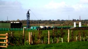 UK orders immediate fracking freeze after tremor