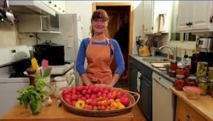 Global News Morning Peterborough: Talking tomatoes with Jennifer MacKenzie (04:22)