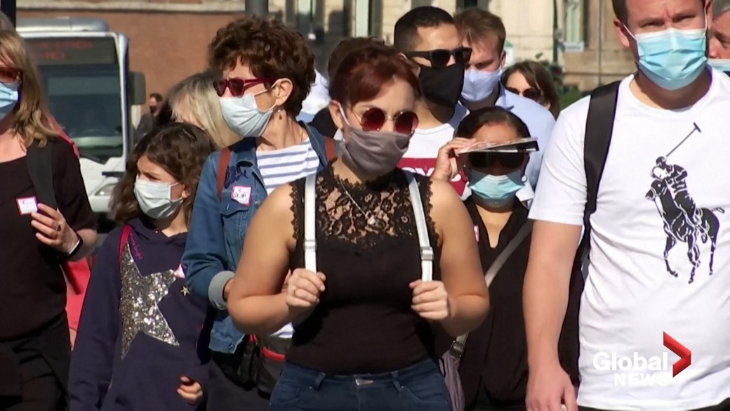 Click to play video 'Coronavirus: Italy makes masks mandatory outdoors in bid to reduce rising COVID-19 infections'